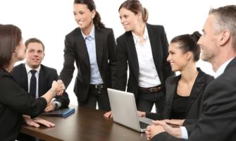 Key Factors To Consider Before Hiring Uniform Company